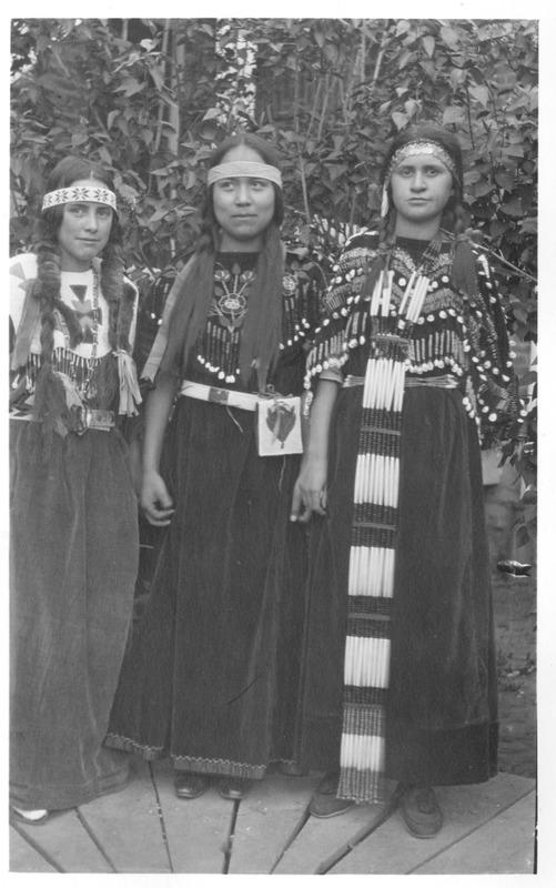 Indians_Portraits_Wildshoe_Family04.tif