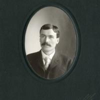 NW -- Portraits -- Thom Family (#04)