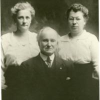 NW -- Portraits -- Johnson, Hiram O. & daughters
