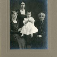 NW -- Portraits -- Dereberry family (#03)